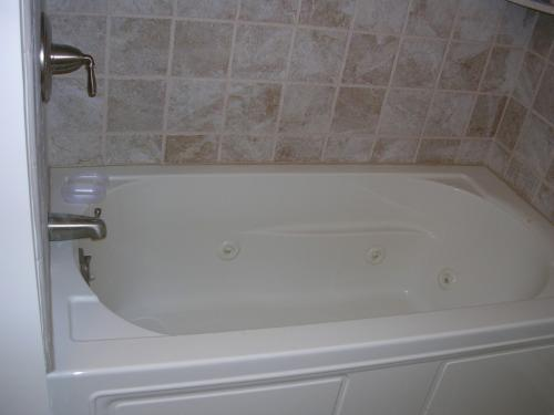 "alt=""New bathtub installed by Vorhees construction"""